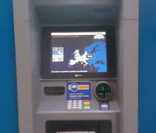 """Rút tiền tại cây ATM: Cẩn thận """"mánh"""" đánh tráo vô cùng tinh vi của kẻ gian - Ảnh 7"""