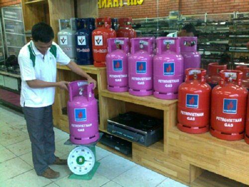 Giá gas tại TP.HCM giảm thêm 4.500 đồng/bình 12kg từ ngày 1/8 - Ảnh 1