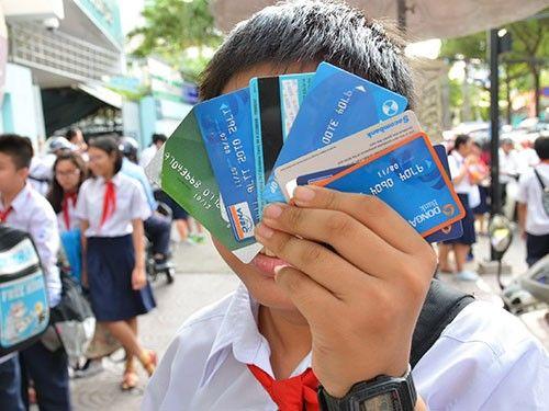 Trẻ từ 6 tuổi được dùng thẻ ATM trong trường hợp nào? - Ảnh 1