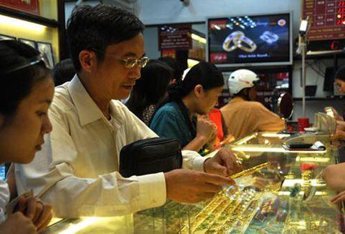 Giá vàng trong nước khó nắm bắt, người dân cần thận trọng khi mua-bán vàng - Ảnh 1