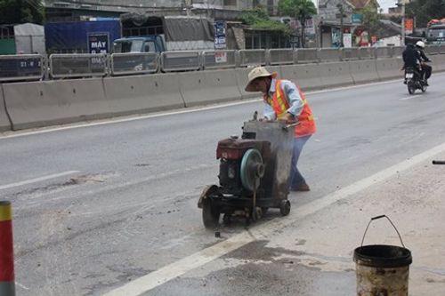 Lún quốc lộ: Đình chỉ Chi cục trưởng đường bộ II - Ảnh 1