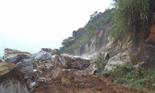 Sập mỏ đá 4 người thương vong ở Nghệ An: Công an vào cuộc điều tra - Ảnh 1