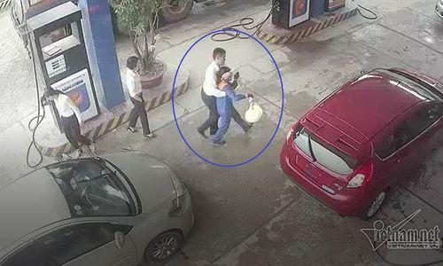 Nam cán bộ ngân hàng đánh rách đầu nữ nhân viên bán xăng - Ảnh 4