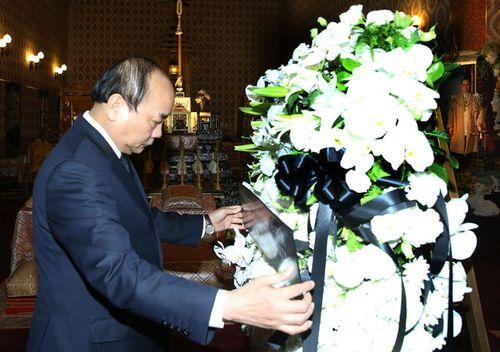 Thủ tướng Nguyễn Xuân Phúc lần đầu đi công tác bằng máy bay thương mại - Ảnh 1