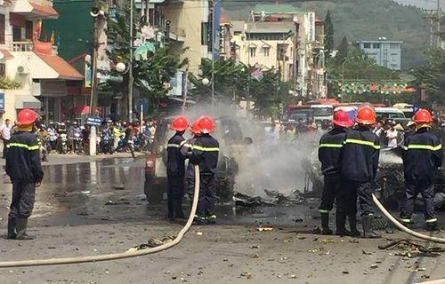 Quảng Ninh: Taxi đang chạy bỗng phát nổ, 2 người tử vong - Ảnh 1