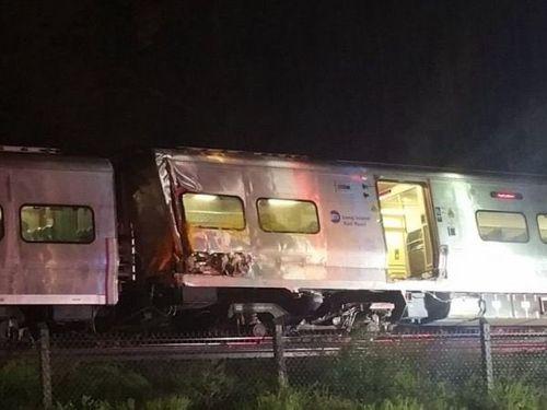 Mỹ: Tàu hỏa trật đường ray, hàng trăm người bị thương - Ảnh 1