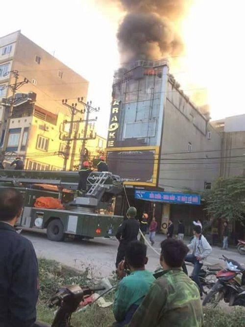 Bắc Ninh: Cháy lớn ở quán karaoke khiến nhiều người hoảng sợ - Ảnh 1