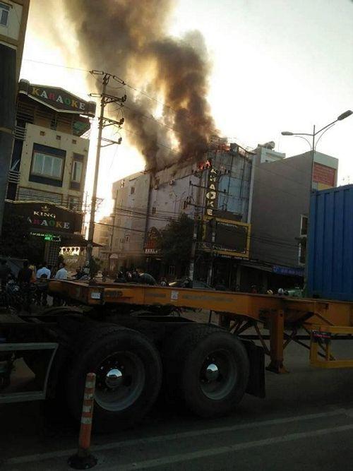 Bắc Ninh: Cháy lớn ở quán karaoke khiến nhiều người hoảng sợ - Ảnh 2