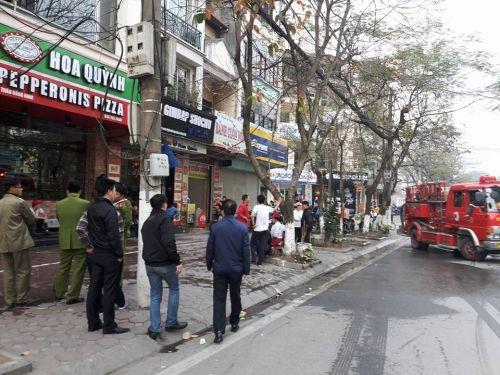 Cháy quán ăn 4 tầng tại Hà Nội, người dân bỏ chạy thoát chết - Ảnh 1