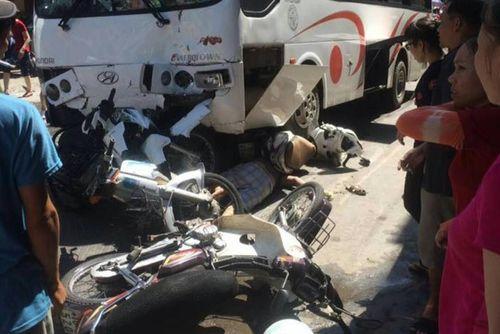 Xe khách mất phanh đâm nhiều người bị thương - Ảnh 1