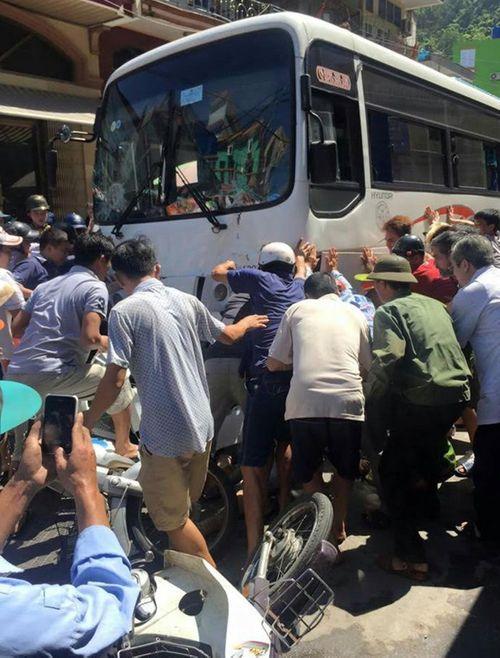 Xe khách mất phanh đâm nhiều người bị thương - Ảnh 3