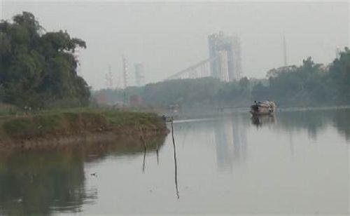 Xử phạt HaBaDa xả thải gây ô nhiễm sông Thương - Ảnh 1
