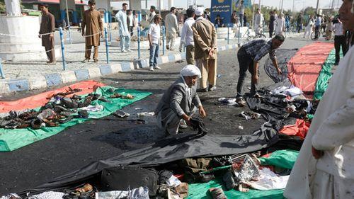 Đánh bom tại Afghanistan khiến gần 300 người thương vong - Ảnh 1