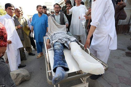 Hình ảnh khủng khiếp từ vụ đánh bom chết chóc ở Afghanistan - Ảnh 3