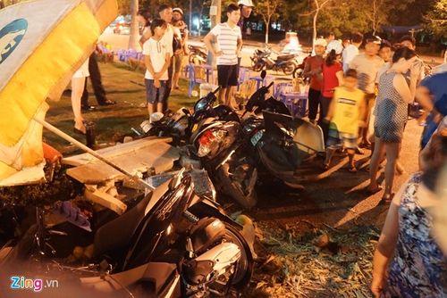 Xế hộp sang Lexus gây tai nạn, 5 người nhập viện - Ảnh 1