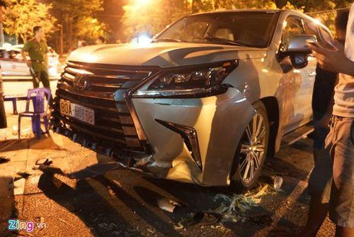 Xế hộp sang Lexus gây tai nạn, 5 người nhập viện - Ảnh 2