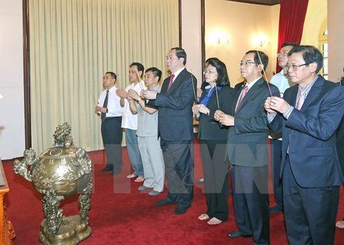 Chủ tịch nước Trần Đại Quang dâng hương tưởng nhớ Bác Hồ - Ảnh 1