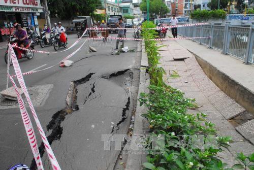 """Nhà thầu Trung Quốc chịu trách nhiệm về """"hố tử thần"""" trên đường Trường Sa - Ảnh 1"""