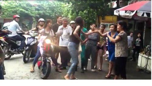 Hải Dương: Ba nữ sinh dùng dao đánh nhau trước cổng trường - Ảnh 1