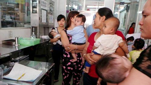 Ngừng đăng ký tiêm vắc xin cho trẻ qua tổng đài - Ảnh 1