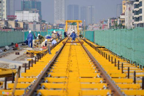Lắp đặt ray tàu điện công trình đường sắt trên cao Cát Linh - Hà Đông - Ảnh 1