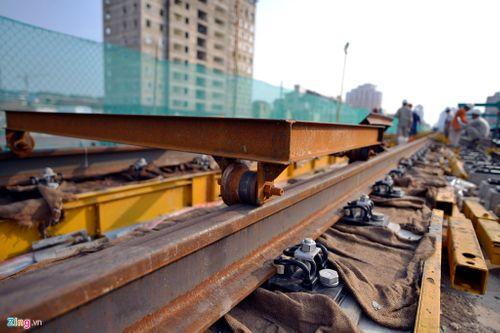 Lắp đặt ray tàu điện công trình đường sắt trên cao Cát Linh - Hà Đông - Ảnh 2