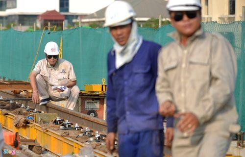 Lắp đặt ray tàu điện công trình đường sắt trên cao Cát Linh - Hà Đông - Ảnh 4