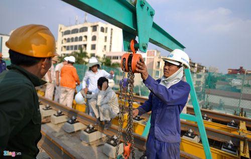 Lắp đặt ray tàu điện công trình đường sắt trên cao Cát Linh - Hà Đông - Ảnh 6