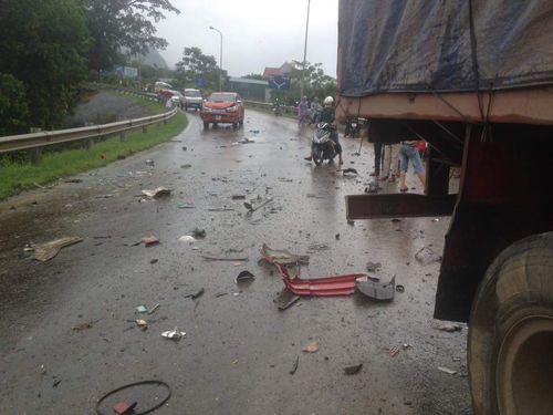 4 xe ô tô tai nạn liên hoàn, 6 người thương vong - Ảnh 2