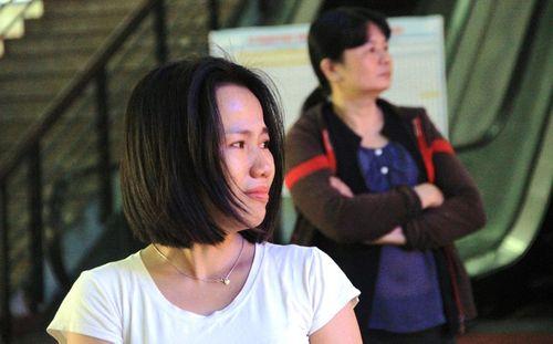 Người dân bật khóc giữa ga Sài Gòn vì lỡ chuyến tàu về quê - Ảnh 2