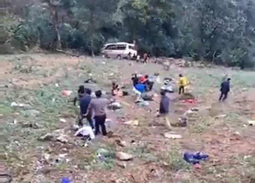Xe khách rơi xuống vực ở Lào Cai, nhiều người bị thương - Ảnh 2
