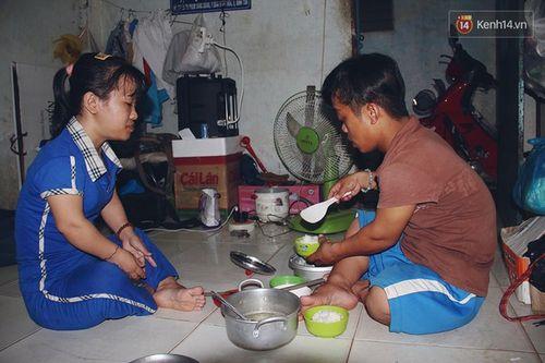Chuyện tình đẹp như phim của cặp đôi tí hon bán vé số ở Sài Gòn - Ảnh 2