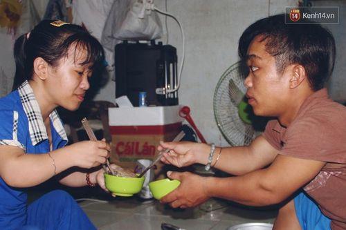 Chuyện tình đẹp như phim của cặp đôi tí hon bán vé số ở Sài Gòn - Ảnh 3