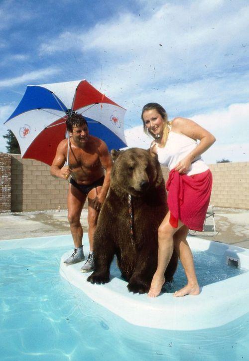 Chuyện cặp vợ chồng nhận nuôi chú gấu đen và coi như con ruột - Ảnh 2