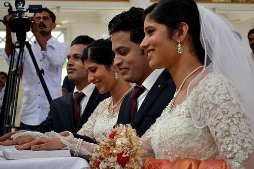 Đám cưới chung kỳ lạ của hai cặp song sinh - Ảnh 2