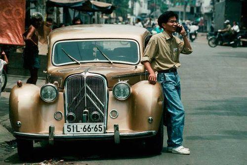 Trầm trồ xem quý ông sành điệu trên phố Sài Gòn xưa - Ảnh 1