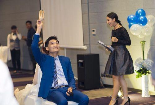 Cặp đôi Sài Thành nhảy múa, tặng trăm triệu cho khách dự đám cưới - Ảnh 3