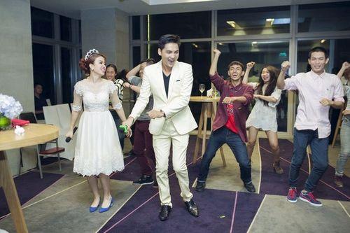 Cặp đôi Sài Thành nhảy múa, tặng trăm triệu cho khách dự đám cưới - Ảnh 4