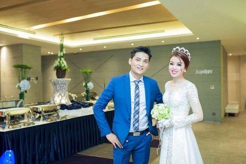 Cặp đôi Sài Thành nhảy múa, tặng trăm triệu cho khách dự đám cưới - Ảnh 1