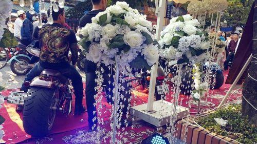 """""""Choáng"""" với màn rước dâu bằng siêu xe khủng ở Nam Định - Ảnh 4"""