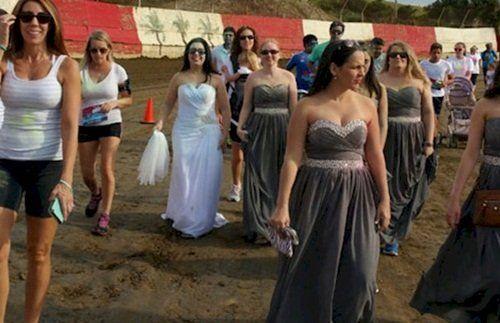 Bực mình vì bị hủy hôn, cô dâu phá hủy váy cưới - Ảnh 1