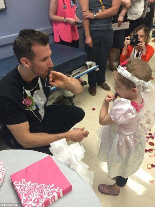 Xúc động: Nam y tá 29 tuổi quyết định cưới bệnh nhân 4 tuổi - Ảnh 2