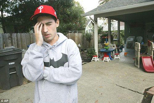 Chàng trai suýt mất mạng vì bị sán đào hang trong não - Ảnh 1