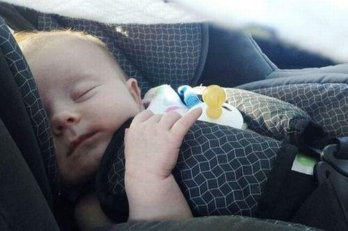 Bé 11 tuần tuổi tử vong vì bị bỏ quên trên ghế xe nhiều giờ liền - Ảnh 1