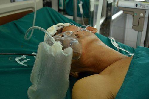 20 người tiếp máu cho 3 cha con bị giang hồ truy sát - Ảnh 1