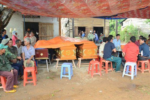 Ba người trong gia đình thiệt mạng vì bị cây đè khi trú mưa - Ảnh 1