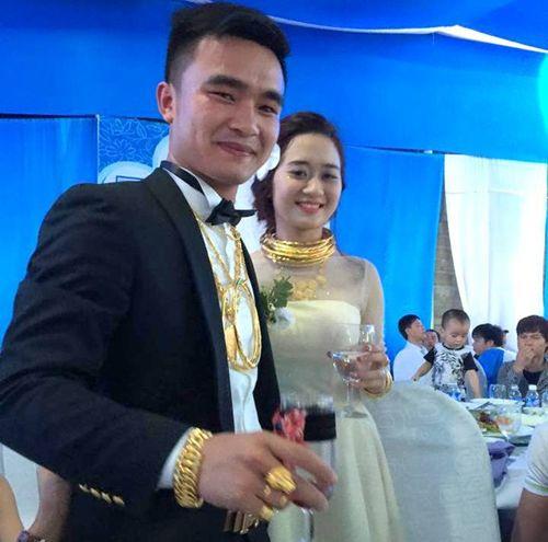 Chuyện tình cặp đôi đeo nhiều vàng trong đám cưới gây xôn xao - Ảnh 1
