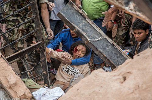 Động đất Nepal: Đã có 5.489 người chết, ít cơ hội tìm thấy người sống sót - Ảnh 1