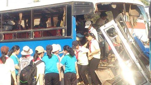 Tai nạn liên hoàn giữa 5 chiếc ô tô trên Quốc lộ 1A - Ảnh 2