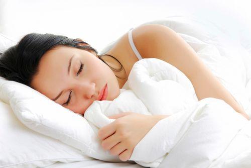 3 thói quen ngủ dễ làm giảm tuổi thọ - Ảnh 1